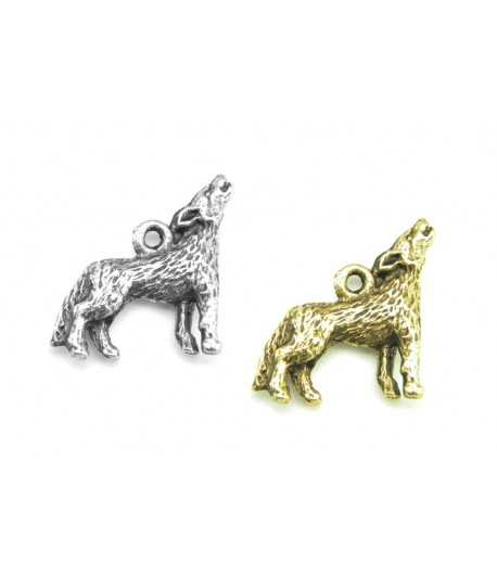 Howling wolf / Coyote